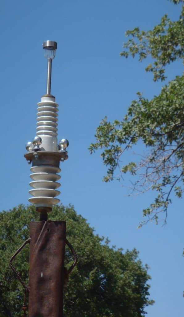 GATE LIGHT 2: ceramic insulator, steel & solar light